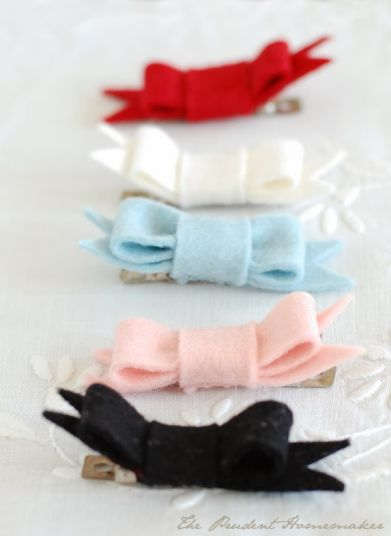 A Gift a Day 2013: Day One: Bow Barrettes