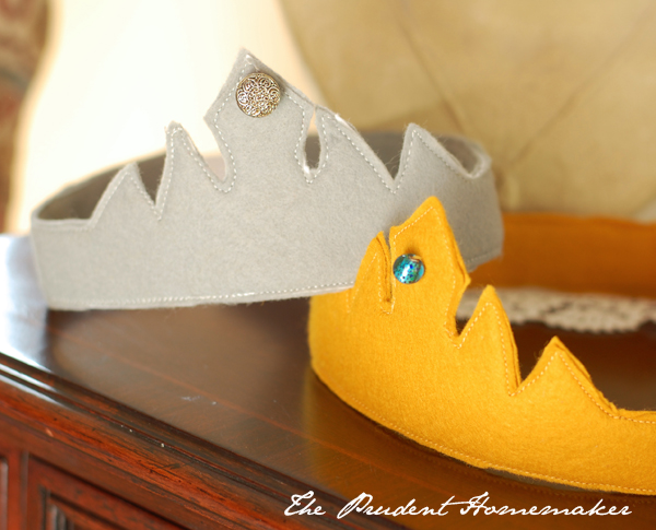 A Gift a Day 2014: Day Four: Felt Crowns