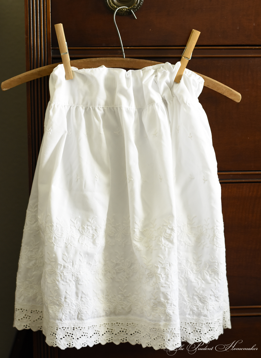 A Gift a Day 2017: Day 2: White Eyelet Skirt